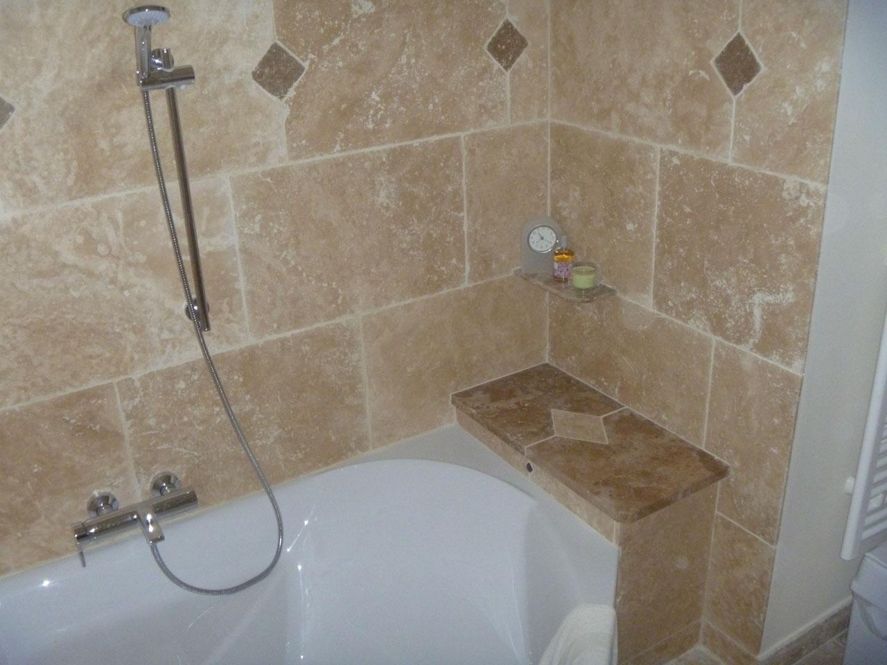Pose carrelage salle de bain baignoire suite des travaux for Pose carrelage salle de bain baignoire