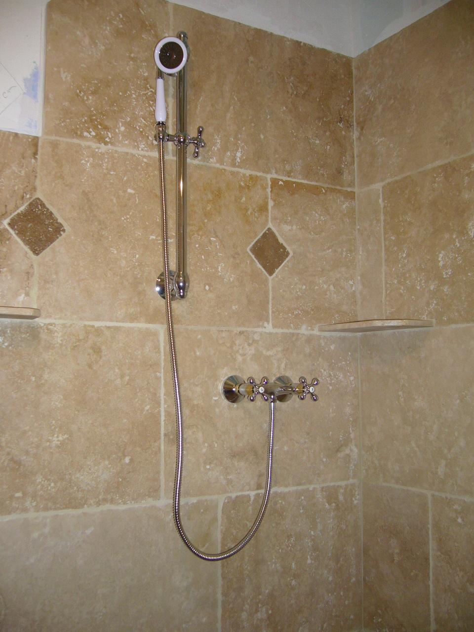 Salle de bains en pierres naturelles azur agencement for Salle de bain hammam