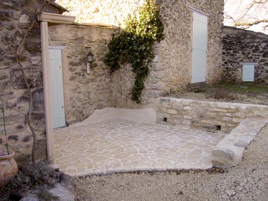 Terrasse en pierres de Bourgonge
