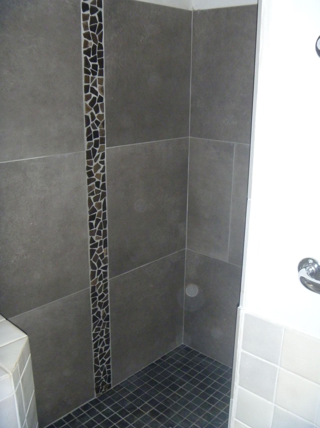Cr ation et r alisation de salle de bains azur agencement for Listel carrelage salle de bain