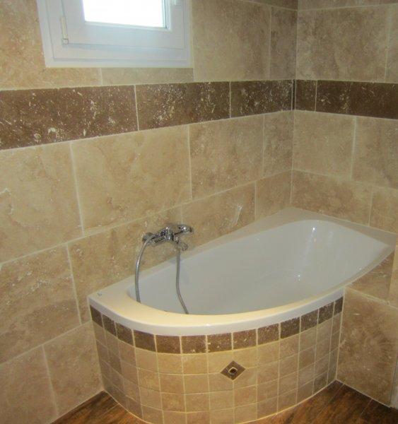 baignoire d\'angle avec dalles 40*60et 20*60