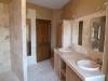 Douche italienne et double vasques en pierre