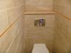 wc suspendu habillé en céramique et frise en verre