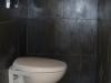 wc suspendu habillé en ardoise avec frise en aluminium